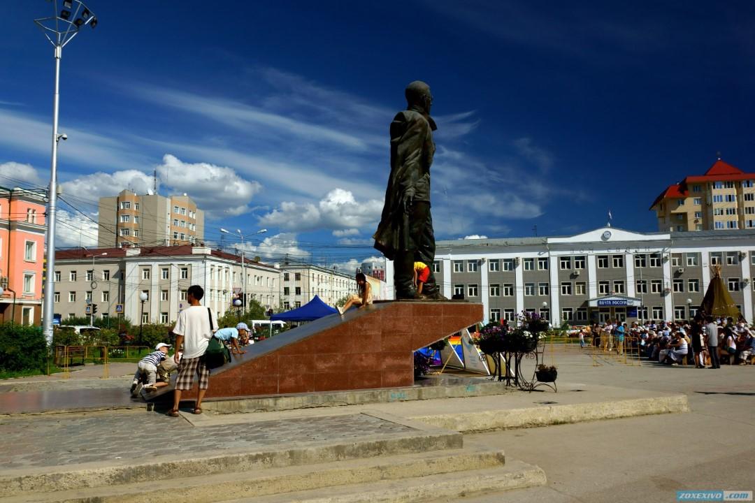или достопримечательности якутска фото и описание честь первого юбилея